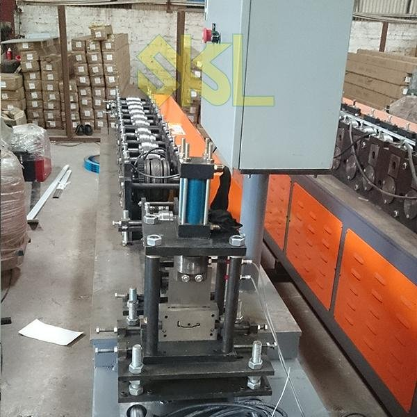 Window angle making forming machine